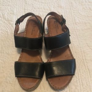 Like new black platform sandals